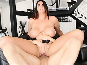sensual Alison Tyler gets her large milk cans lush a fortunate knob