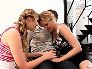 LiveGonzo Jessie Andrews & Julia Ann teenage and cougar
