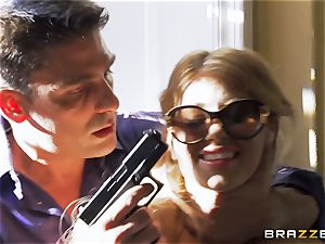 Kidnapping gets Kayla Kayden in the mood for some schlong