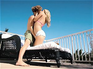Natalia Starr loves gash penetrating in the warm sunshine