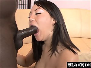 chinese babe Tina Lee takes an buttfuck ride
