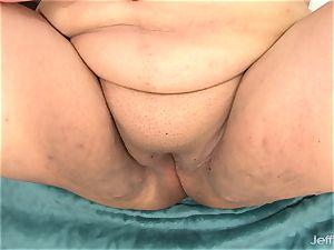 super-cute fatty Bella Bangz plays with her snatch