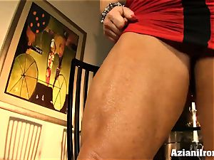 super heavy dame fake penises her raw pussy