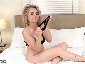 Isabella Diana toys her wooly mature cooter