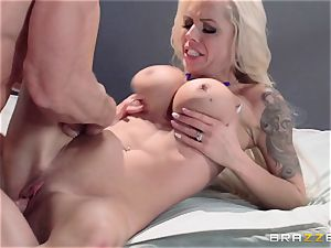 Nina Elle nails a sexy con in front of her hotwife husband