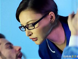 Anna Polina gets it in her ultra-kinky clam