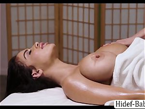 super-steamy masseur Darcie Dolce rubdown Victoria round so romantic and munches her honeypot