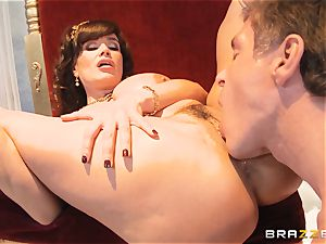 sugary mummy Lisa Ann is goddess of special ravaging
