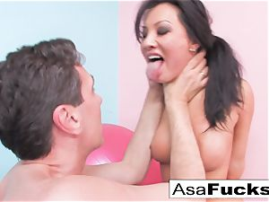 Asa's hard-core ass-fuck spreading
