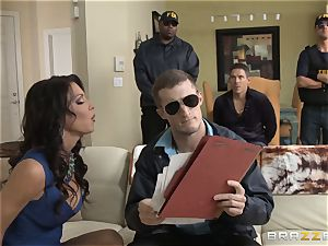 Criminals wifey Jessica Jaymes pulverized by a warm cop