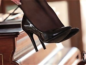 sole fetish honey taunts her feet and flange