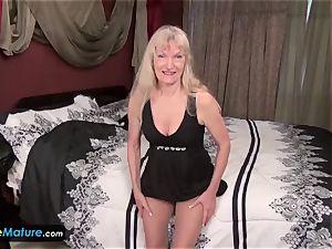 Cindy and Sami granny masturbation