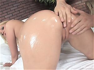 super uber-cute Vanessa box gets humped on the bed