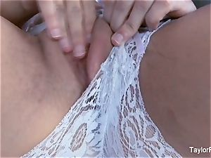 jaw-dropping Taylor Vixen jerks in white underwear