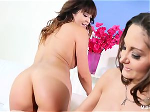 Mia Lelani shares a trouser snake with hot mummy Ava Addams