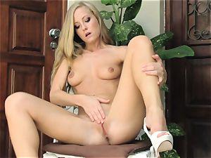 hot blond Sicilia Model bare tabouret masturbation