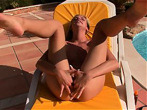 Bambi luvs nothing more than rubbing and frigging her moist snach