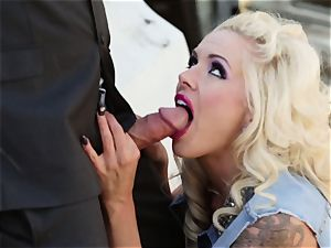 Cowgirl babe Nina Elle romps a city man