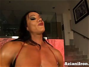 Amazon queen Amber Deluca likes her sybian saddle climax